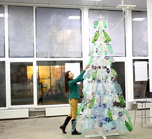 экологичная елка из мусора